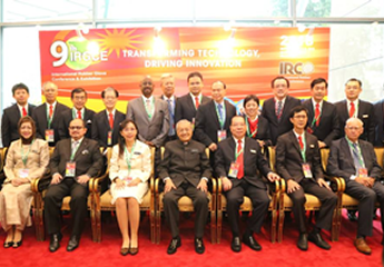 YAB Tun Dr Mahathir and YB Minister posing for a group photo at 9th IRGCE.