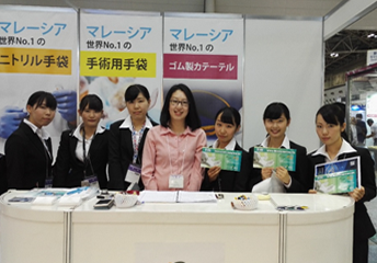 MREPC Officer, Ms Yip Lai Yee with students from medical technology school in Japan