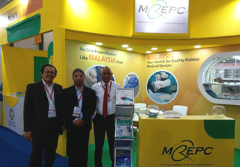 Trade Consul, Mr Zuaziezie Zulkefli (Right) and Vice Trade Consul, Mr Harulnizam Kassim (Left) from Matrade Chennai Visited MREPC Pavilion